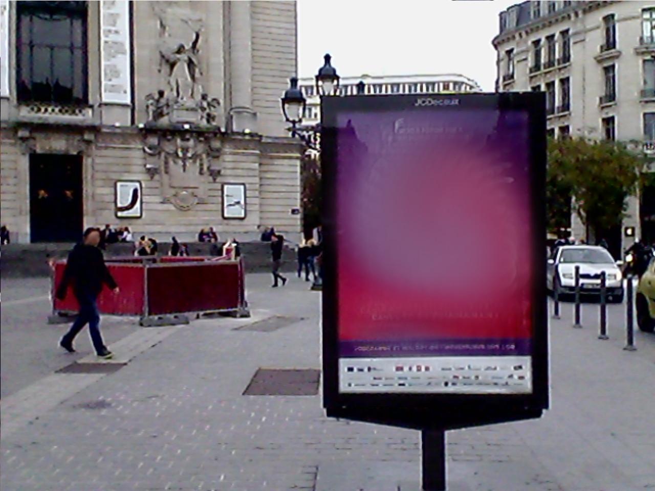 Favori JCDecaux prend ses aises dans le centre-ville lillois – Résistance  TH44